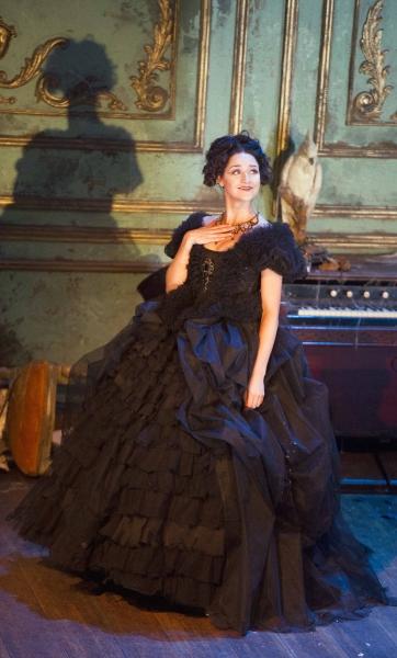Grace Rowe (Estella)