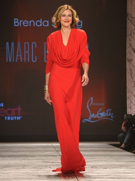 Brenda Strong in Marc Bouwer (Photo by Getty Images for Heart Truth)
