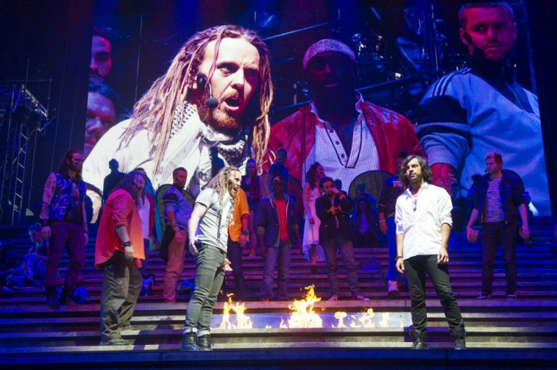 Tim Minchin 'Humiliated' by Auto-Tune on JESUS CHRIST SUPERSTAR Arena Tour DVD