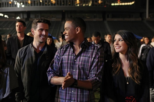"90210 -- ""#realness"" -- Image: NO513a_0343 -- Pictured (L-R): Joey McIntyre as Rand, Tristan Wilds as Dixon, and Shenae Grimes as Annie -- Photo: Scott Humbert/The CW -- © 2013 The CW Network. All Rights Reserved"