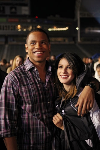 "90210 -- ""#realness"" -- Image: NO513a_0845 -- Pictured (L-R): Tristan Wilds as Dixon and Shenae Grimes as Annie -- Photo: Scott Humbert/The CW -- © 2013 The CW Network. All Rights Reserved"
