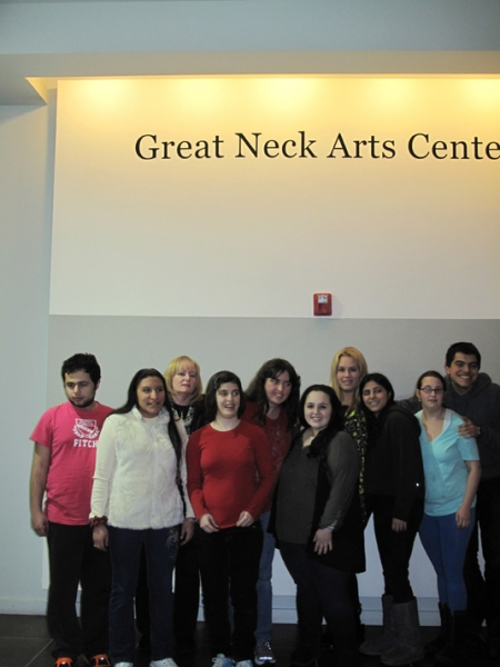 "Nikki Blonsky poses with students in the Great Neck Arts Center's special needs �""Dinner, Music and Art"" class, along with teacher Brooke Greiff and assistant teacher Cindy Zubli"
