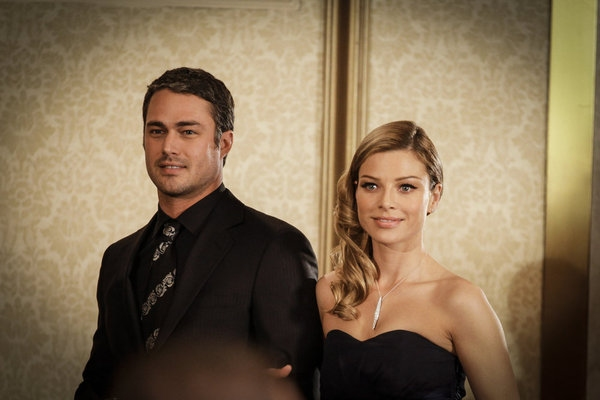 "CHICAGO FIRE -- ""Better To Lie"" Episode 117 -- Pictured: (l-r) Taylor Kinney as Kelly Severide, Lauren German as Leslie Shay -- (Photo by: Elizabeth Morris/NBC)"