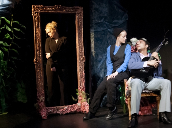 Tonya Beckman as Olivia, Esther Williamson as Viola, and Ricardo Frederick Evans as O Photo