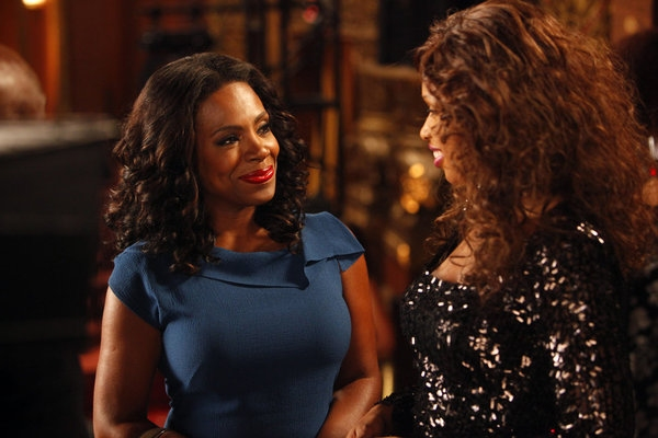 "SMASH -- ""The Song"" Episode 204 -- Pictured: (l-r) Sheryl Lee Ralph as Cynthia, Jennifer Hudson as Veronica Moore -- (Photo by: Will Hart/NBC)"