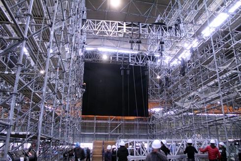 High Res フライング稽�����特設ステージ�建設�れ���様�。