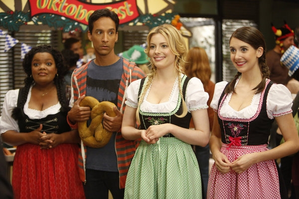 Yvette Nicole Brown, Danny Pudi, Gillian Jacobs, Alison Brie  Photo