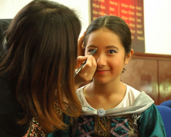 Katherine Johnson getting into makeup as Guinevere Photo