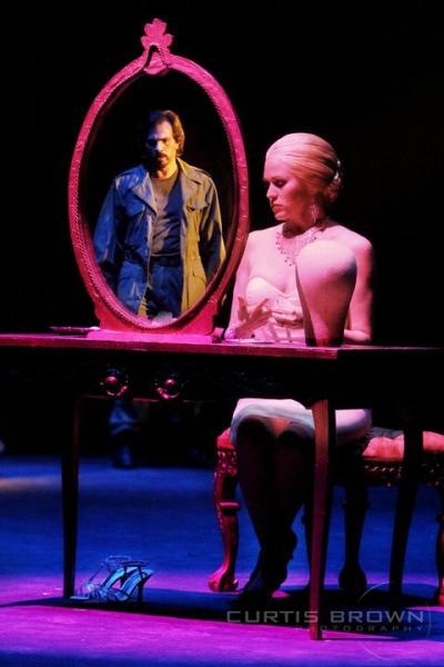 Kevin Gray (Che) Lauren Kennedy (Eva Perrone) Evita- Regional production