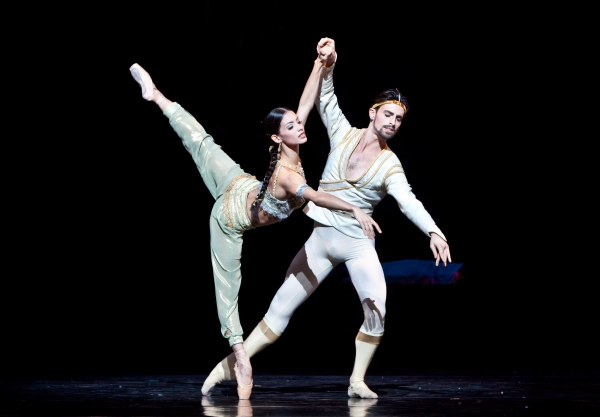 BWW Reviews: Houston Ballet's LA BAYADERE - Underwhelming but Worth Seeing