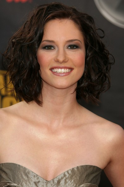Chyler Leigh to Lead NBC's Upcoming Comedy HOLDING PATTERNS