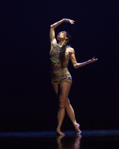 In a Landscape (1995) Choroegrapher: Peggy Baker: Dancer: Andrea Nann photos credit: John Lauener