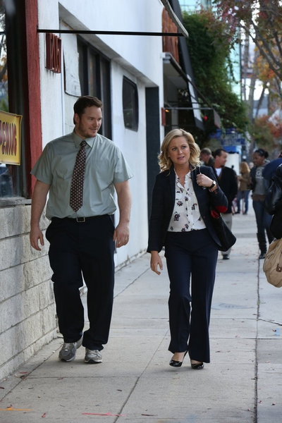 "PARKS AND RECREATION -- ""Bailout"" Episode 515 -- Pictured: (l-r) Chris Pratt as Andy, Amy Poehler as Leslie Knope -- (Photo by: Danny Feld/NBC)"