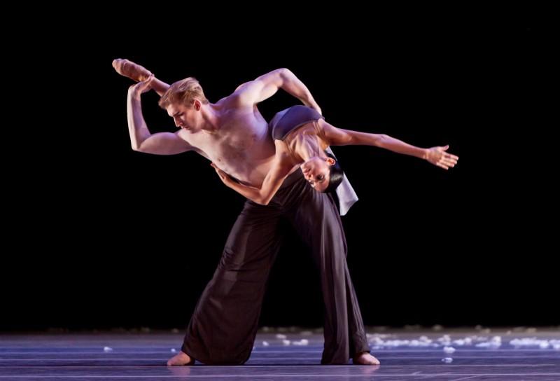 Ballet: MURMURATION. Choreographer: Edwaard Liang. Dancer(s): Christopher Coomer and Karina Gonzalez.
