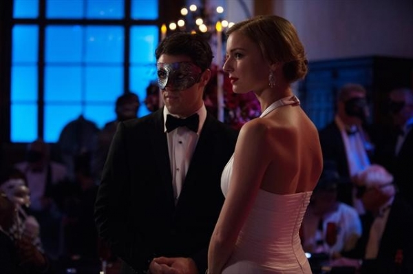 Photo Flash: First Look - REVENGE's 'Masquerade,' Airing 3/31
