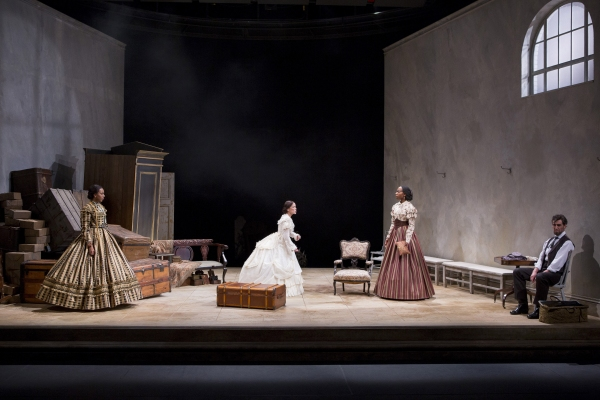 Sameerah Luqmaan-Harris as Elizabeth Keckly, Naomi Jacobson as Mary Todd Lincoln, Joy Photo