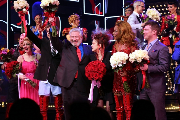 Photo coverage opening night curtain call for kinky boots for Cyndi lauper broadway kinky boots