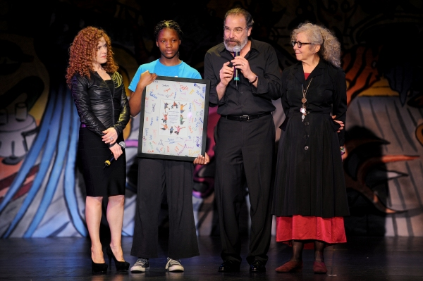 Photo Flash: Bernadette Peters, Terrence Mann & More Honor Mandy Patinkin at National Dance Institute Gala