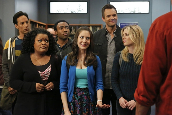 Danny Pudi, Yvette Nicole Brown, Donald Glover, Alison Brie, Joel McHale, Gillian Jac Photo