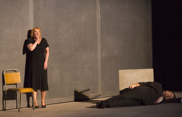 Nina Stemme as Isolde and Ben Heppner as Tristan in Houston Grand Opera's TRISTAN AND ISOLDE.