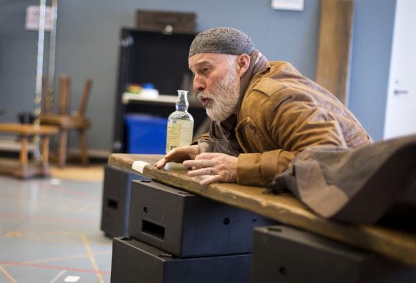 Photo Flash: Sneak Peek at Stephen Yoakam in Rehearsals for Guthrie's AN ILIAD