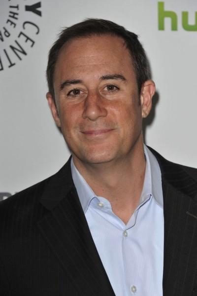 Mike Kelley to Step Down as REVENGE Showrunner