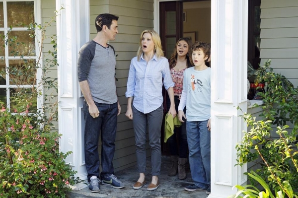 Photo Flash: MODERN FAMILY's 'Games People Play,' Airing 5/15Photo Flash: MODERN FAMILY's 'Games People Play,' Airing 5/15 - 웹