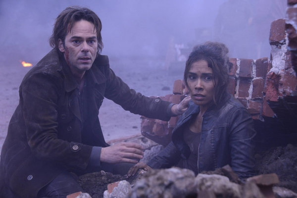 Billy Burke, Daniella Alonso