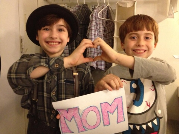 Photo Flash: Saturday Intermission Pics, May 11 - Mother's Day Edition with KINKY BOOTS, CHICAGO, NEWSIES and More!