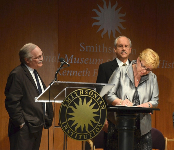 Smithsonian Entertainment curator, Dwight Bowers, looks on as Phil and Kathy Parker sign their Deed of Gift
