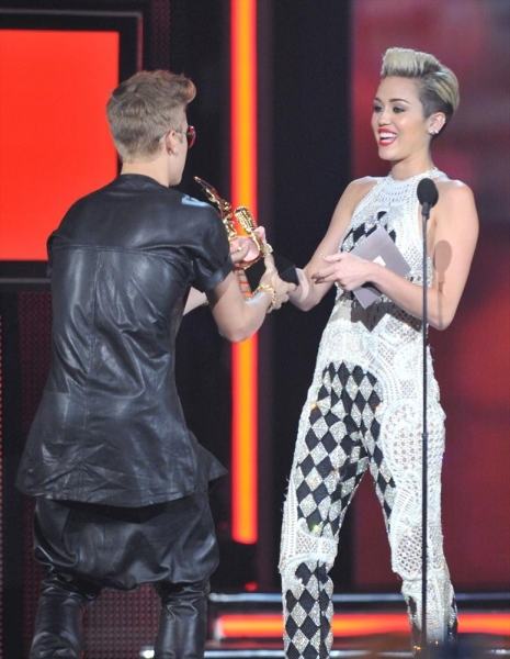 Justin Bieber, Miley Cyrus Photo