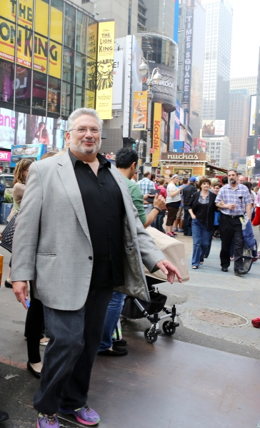 Photo Coverage: Harvey Fierstein and KINKY BOOTS Celebrate the Brooklyn Diner's New 'Harvey Hot Dog'!