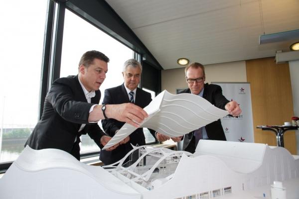 Maik Klokow (CEO Mehr! Entertainment), Frank Horch (Hamburg's minister of trade and commerce) and Torsten Berens (manager Großmarkt Hamburg)