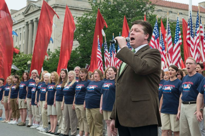 Anthony Kearns Opens 2013 National Memorial Day Parade; Stops by National Defense Radio