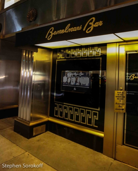 Photo coverage billy stritch jim caruso return to for Bemelmans bar mural