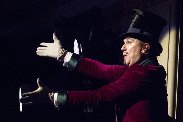 Douglas Hodge (Willy Wonka)