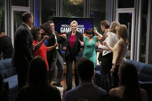 HOLLYWOOD GAME NIGHT -- Episode 106 -- Pictured: (l-r) Rob Riggle, Yvette Nicole Brown, Valerie Bertinelli, Contestant, Jane Lynch, Contestant, Matthew Morrison, Sarah Chalke, Cheryl Hines -- (Photo by: Trae Patton/NBC)
