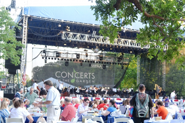 BWW Reviews: Fort Worth Symphony Dazzles Audiences with Concerts in the Garden