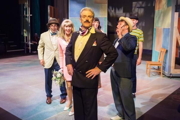 Peter Platt (Lucentio), Foss Curtis (Bianca), Gary Powell (Baptista), Sam Dinkowitz ( Photo