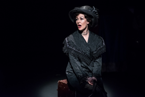 Onalea Gilbertson as Mata Hari Photo