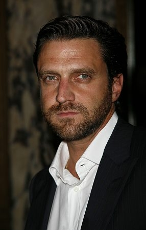 Raul Esparza Talks Literature & LAW & ORDER