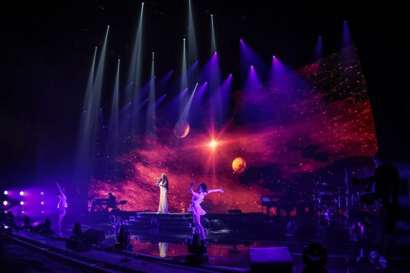 New Photos Of Brightman's DREAMCHASER PBS Special