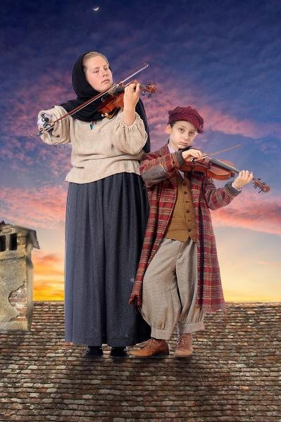 Fiddlers Sophia Hummel and Leslie Wilburn