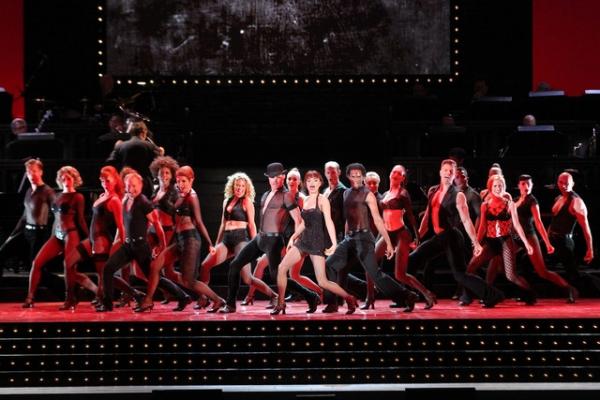 Photos: Hotcha! CHICAGO Rocks the Hollywood Bowl - Samantha Barks, Ashlee Simpson and More!