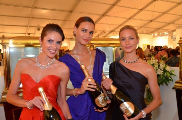 Graff Jewelry models and Perrier Jouet