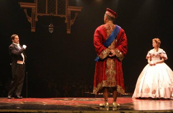Michael Stevenson (Sir Edward Ramsay), Paul Nakauchi (The King of Siam) and Christiane Noll (Anna)