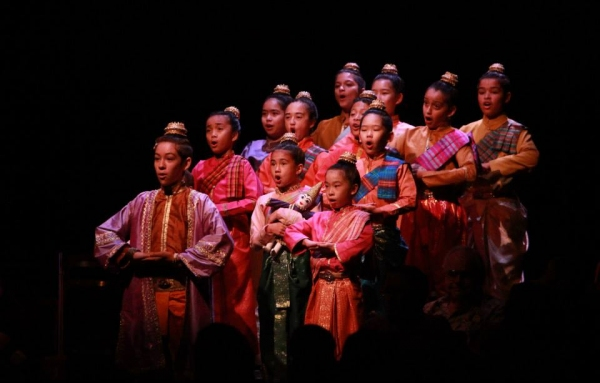Andrew Apy (Prince Chulalongkorn) and the Music Circus Junior Company