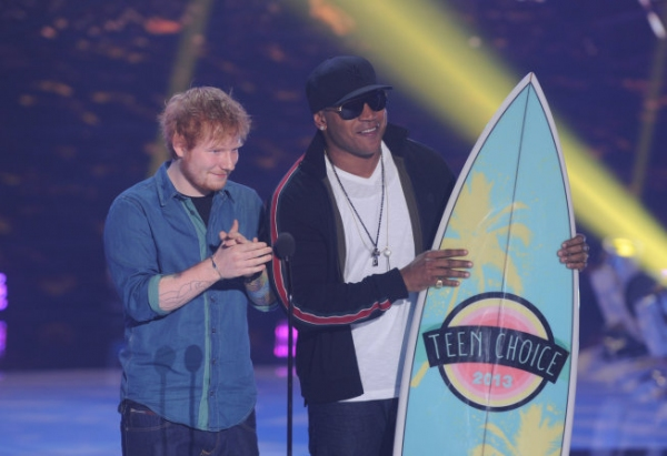 TEEN CHOICE 2013: Presenters Ed SHeeran and LL Cool J at TEEN CHOICE 2013, airing LIVE Sunday, Aug. 11 (8:00-10:00 PM ET live/PT tape-delayed) on FOX at Gibson Amphitheater, Universal City, CA.  CR: Ray Mickshaw/FOX