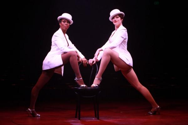 Brenda Braxton (Velma Kelly) and Lindsay Roginski (Roxie Hart)