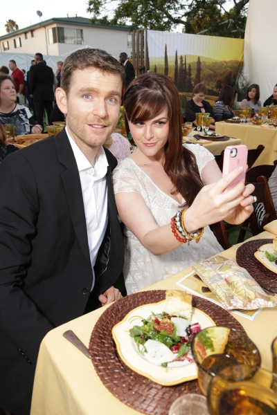 Actress Sara Rue, with husband Kevin Price, caught talking a selfie
